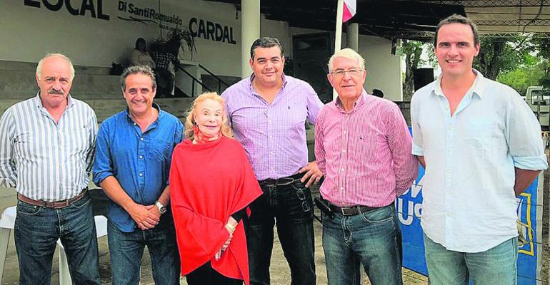 """En histórico remate, """"Las Rosas"""" vendió toda la oferta ayer en local """"Cardal"""""""